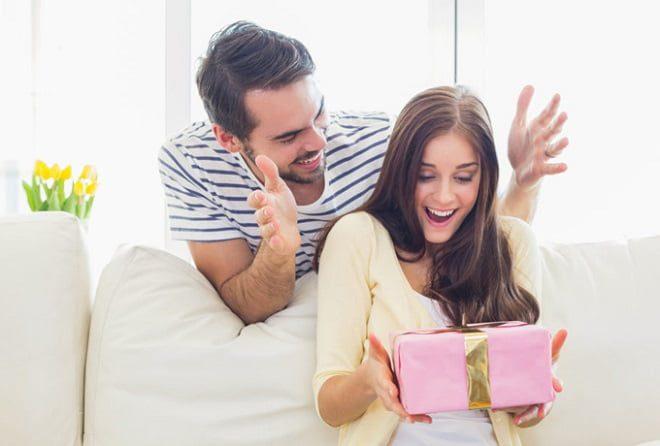Дарим счастье: какой подарок удивит любимую жену
